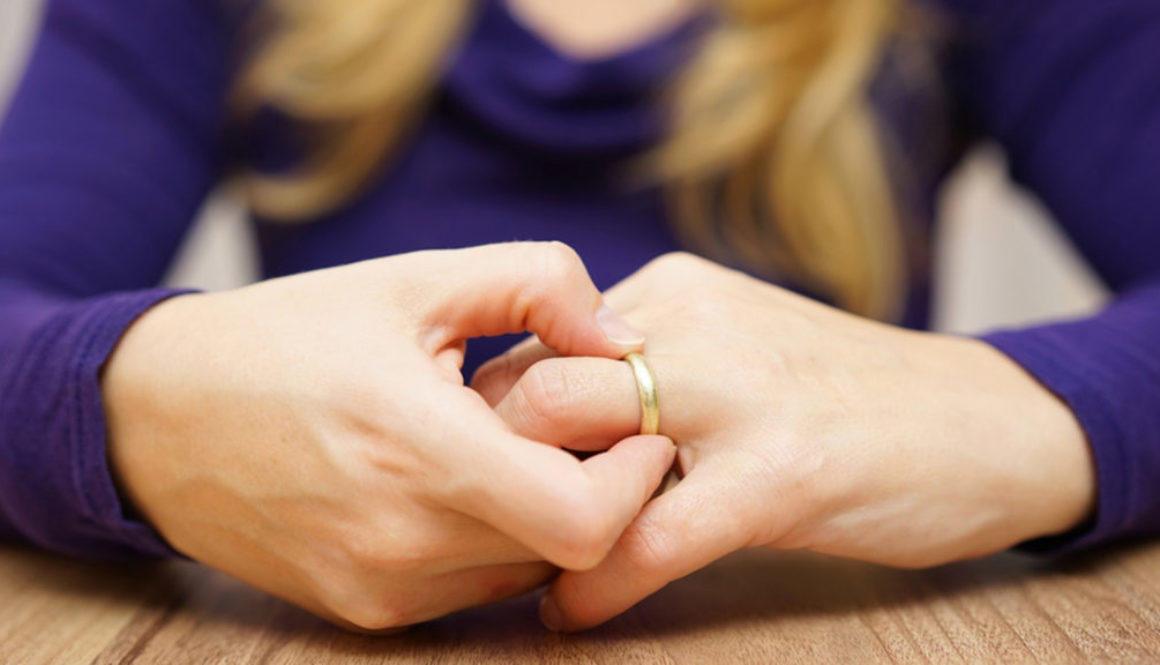 woman is taking off the wedding ring; Shutterstock ID 242292775; PO: today-divorce-wishiknew-150129; Client: TODAY.com